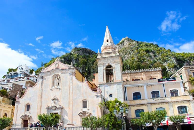 Taormina Sicilien, Italien - April 8th 2019: Härliga San Giuseppe Church på fyrkant för piazza IX Aprile i centret barock stil royaltyfri foto