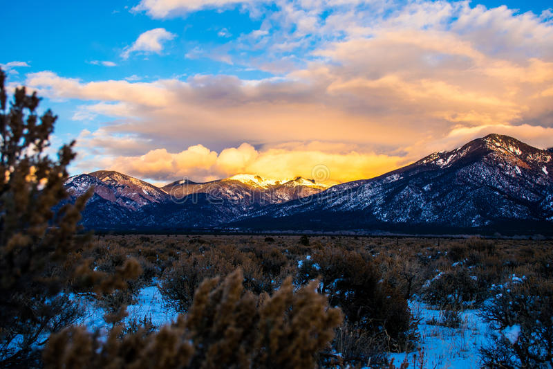 Taos新墨西哥积雪的Sangre冬天沙漠 库存照片