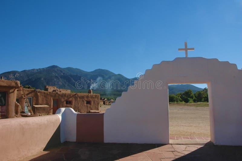 Taos osada, widok od jarda San Geronimo kościół obrazy royalty free