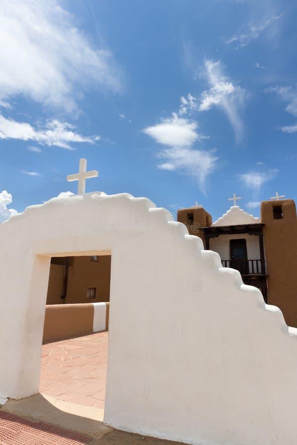 Taos Pueblokyrka fotografering för bildbyråer