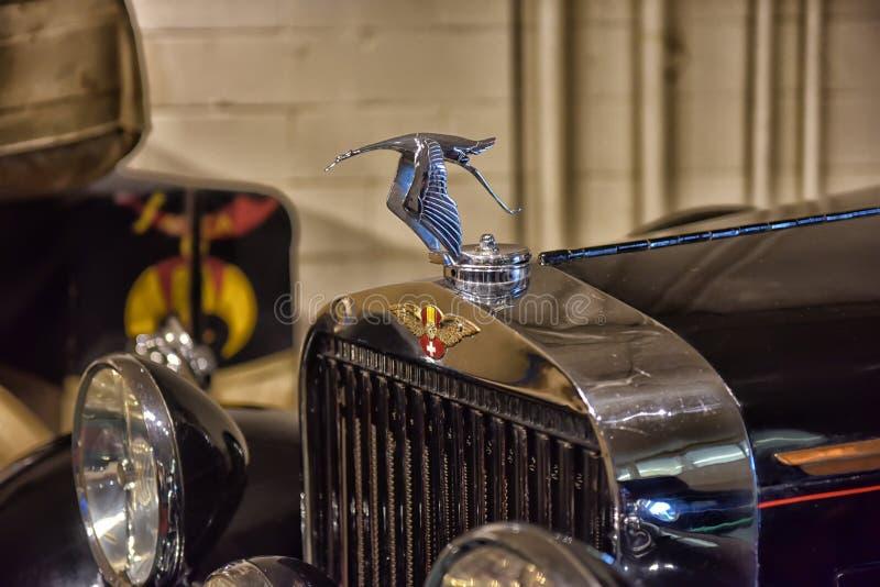 Tapón de relleno europeo clásico del agua del coche imagen de archivo
