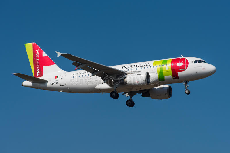 TAP - Air Portugal Airbus A319. FRANKFURT, GERMANY - MARCH 2016 TAP - Air Portugal Airbus A319-111, CS-TTC, cn 763 on short final to runway 07R royalty free stock photos