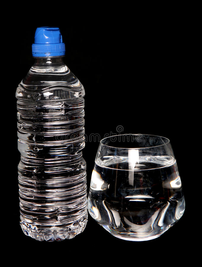 Free Tap Water And Bottled Spring Water Stock Photo - 59177230