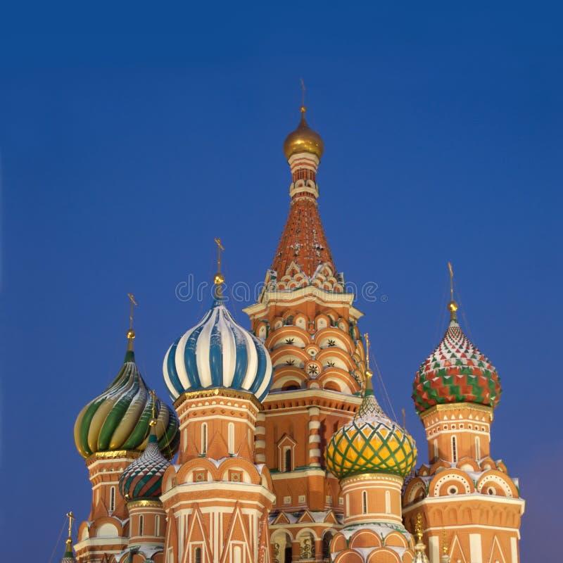Tapa de la catedral de la albahaca del St. en la Plaza Roja Moscú foto de archivo