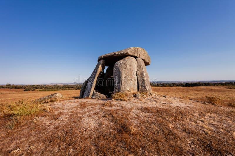 Tapadao-Dolmen in Crato, das zweite größte in Portugal lizenzfreie stockfotos