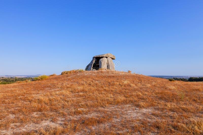 Tapadaodolmen in Crato, tweede grootst in Portugal stock foto's