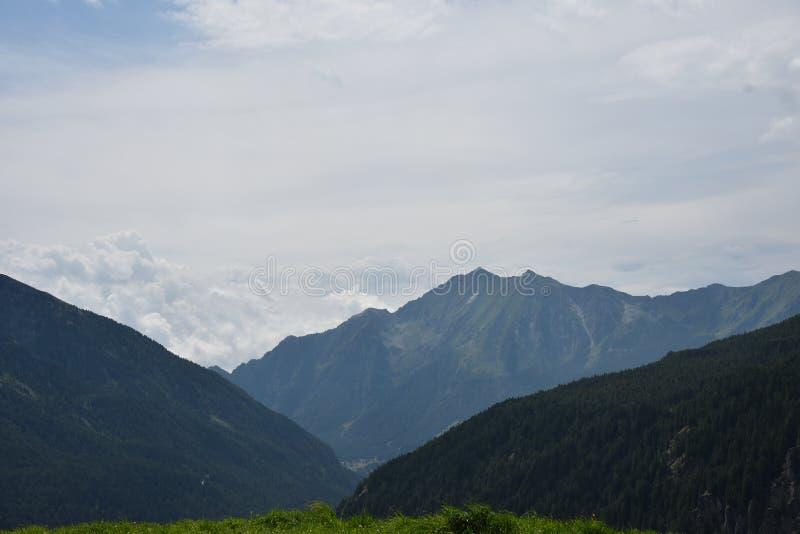 Tapas de la montaña imagenes de archivo