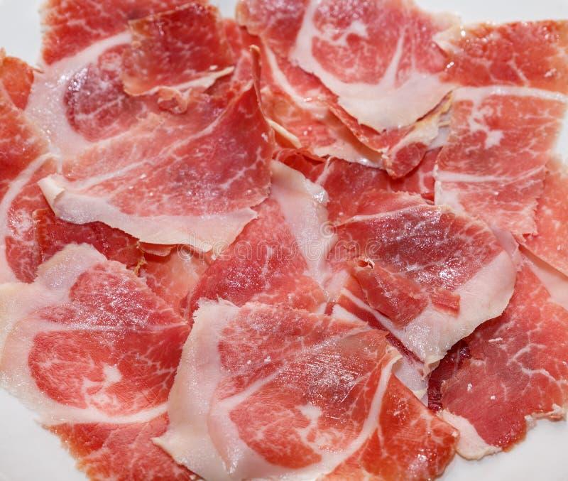Tapas de plat de jambon de Serrano image libre de droits