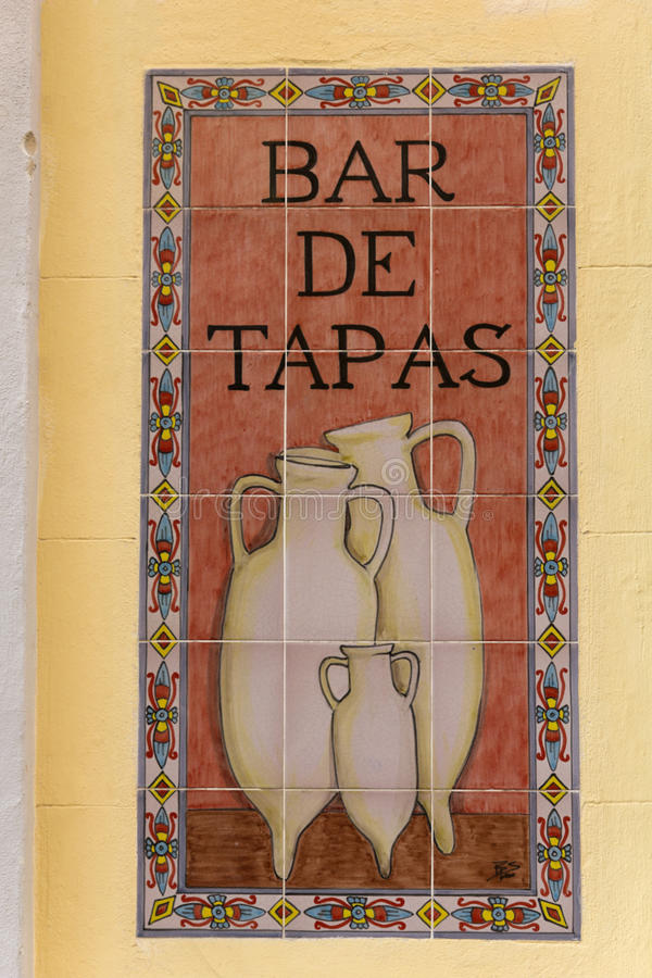 Tapas do sinal em uma barra espanhola imagens de stock