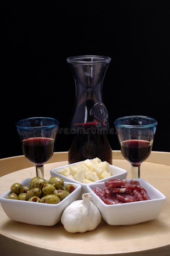 Tapas e vinho vermelho fotos de stock