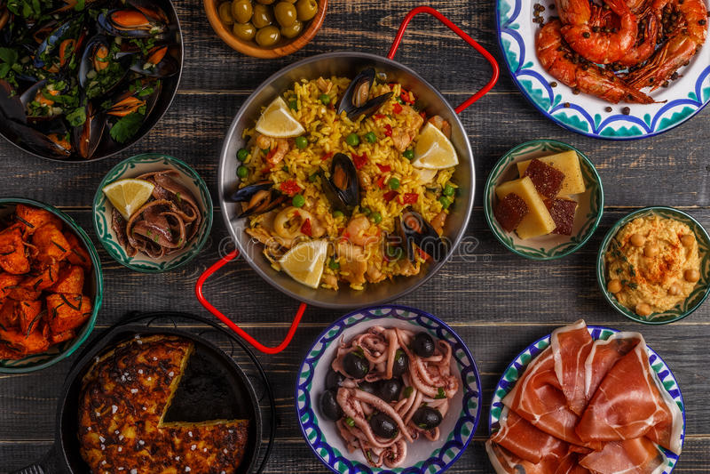 Tapas españoles típicos concepto, visión superior fotografía de archivo libre de regalías
