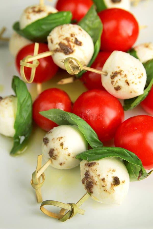 Download Tapas van Caprese stock foto. Afbeelding bestaande uit tomaat - 29502686