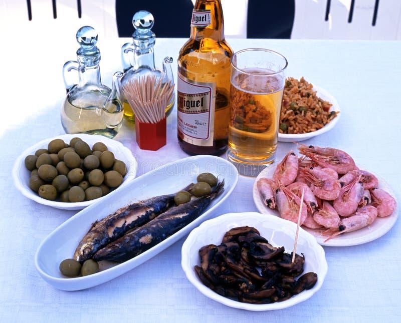 Tapas y cerveza españoles fotos de archivo libres de regalías