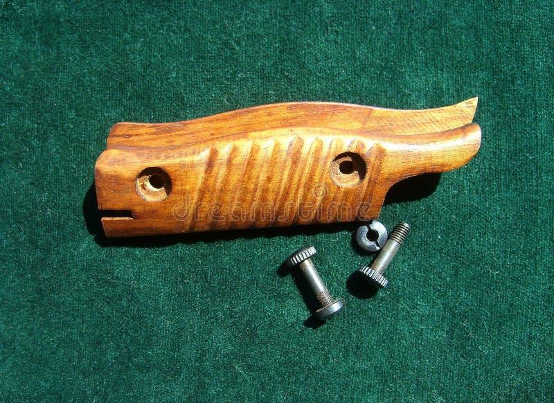 Tapas y tornillos para el modelo de bayoneta M-98/05 Carnicero sobre fondo verde imagen de archivo