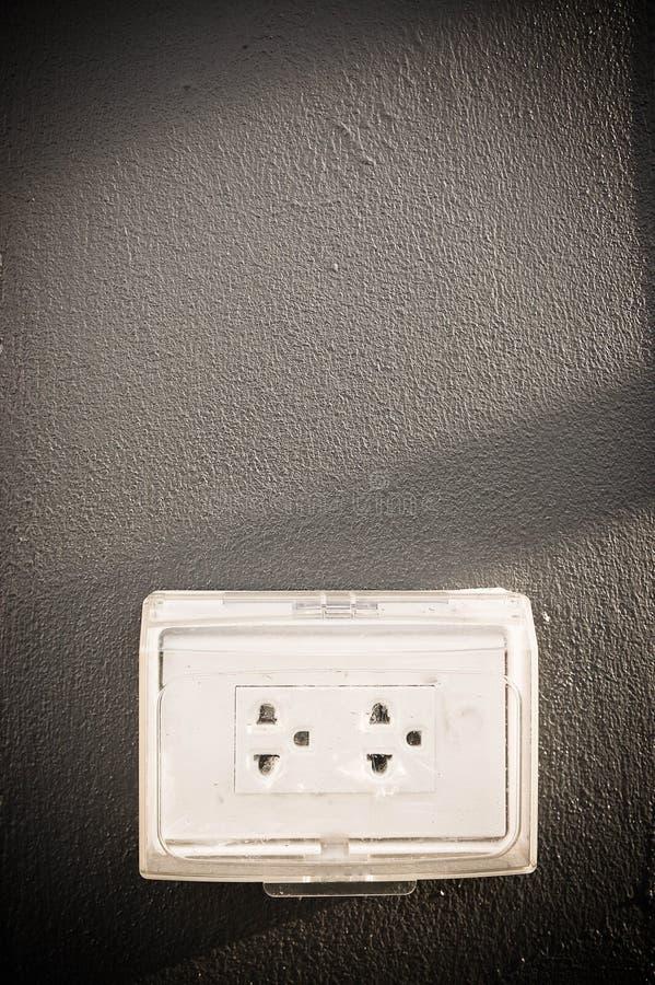 Tape el dispositivo usado para conectar señales eléctricas con eléctrico imagenes de archivo