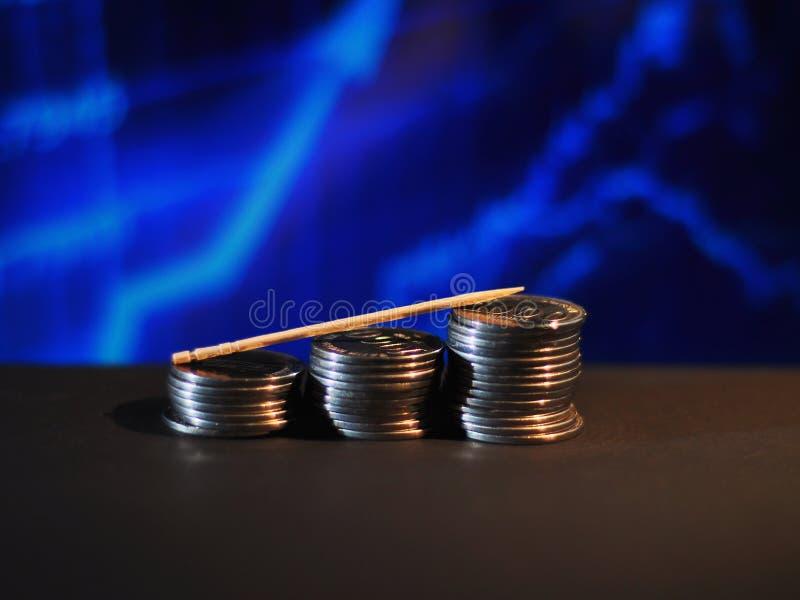 ?tapes de pi?ce de monnaie avec le fond brouill? graphique bleu photos stock