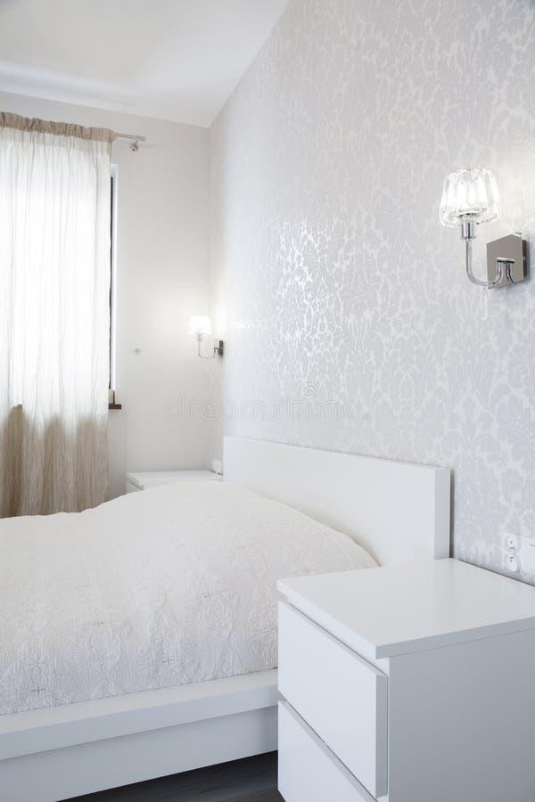Tapet i ljust sovrum fotografering för bildbyråer Bild av inomhus 55779845