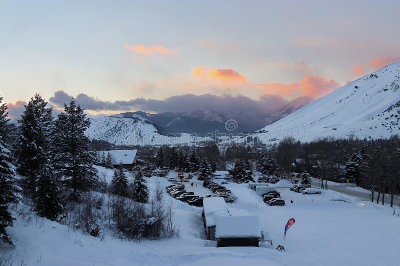 Tapeta: śnieżny i ładny niebo zdjęcia stock