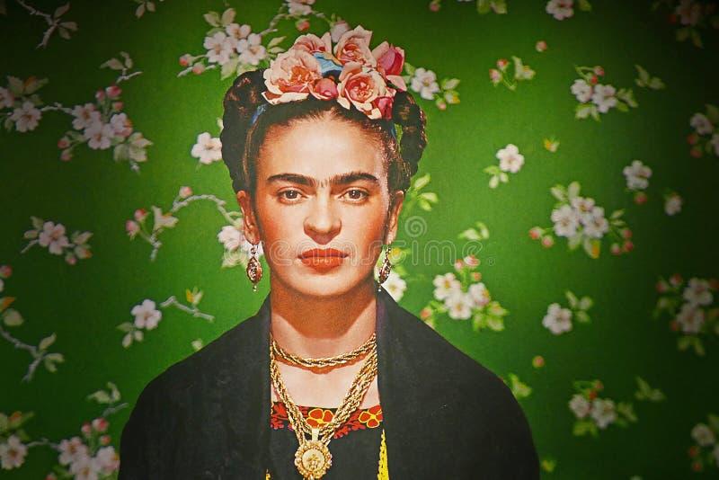 Tapetbild i den Frida Kahlo utställningen royaltyfri fotografi