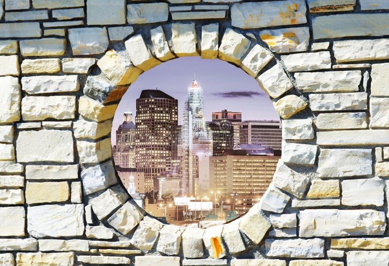 Tapete 3d knackte Backsteinmauer, Einschussloch, Zerstörung, abstrakter Hintergrund stockfotos