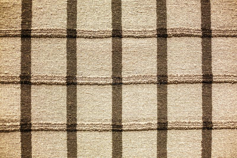 Tapete listrado do weave grosso no assoalho imagens de stock