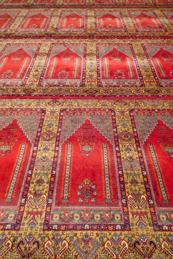 Download Tapete De Oração Em Uma Mesquita Foto de Stock - Imagem de decoração, mosque: 29830152