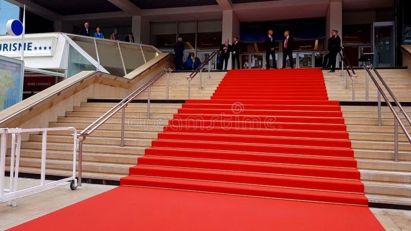 Tapete vermelho perto da entrada do festival de Cannes, evento da celebridade, realização da carreira foto de stock