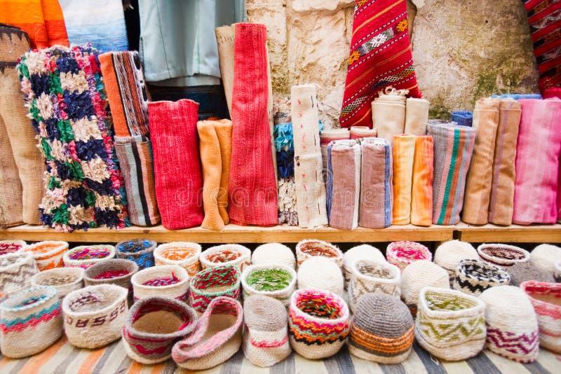 Tapetes e chapéus coloridos fotografia de stock