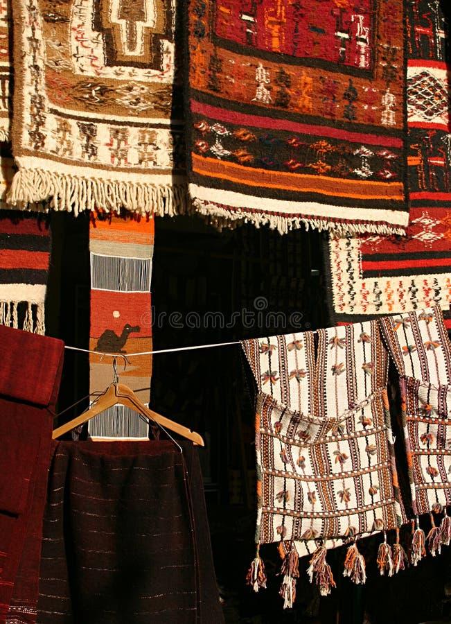 Tapetes em Souk Líbia imagem de stock royalty free
