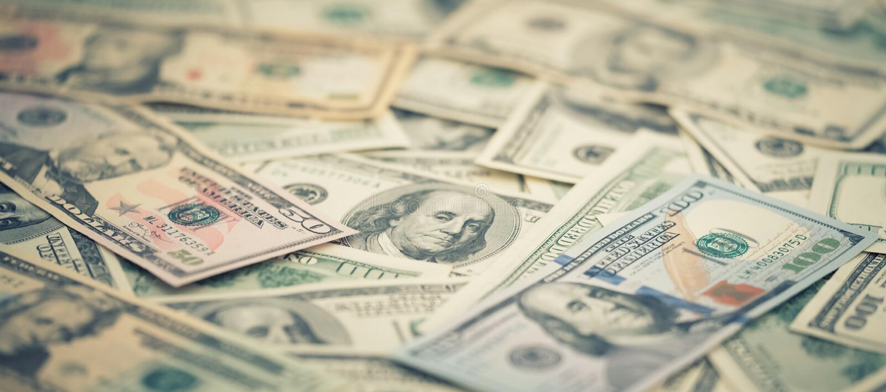 Tapetowych zbliżenie serii Amerykański pieniądze 5,10, 20, 50, nowi 100 dolarowy rachunek Makro- tło stosu USA banknot