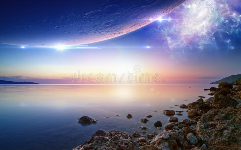 Tapetsera för omgivande och chilloutmusik, den glödande solnedgången som är fridfull royaltyfria foton