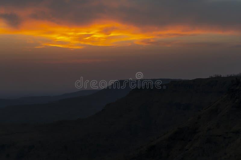 Tapetsolnedgång på Mandu fotografering för bildbyråer