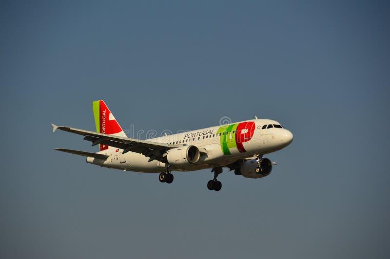 Download TAPEZ l'avion du Portugal photographie éditorial. Image du octobre - 45350117