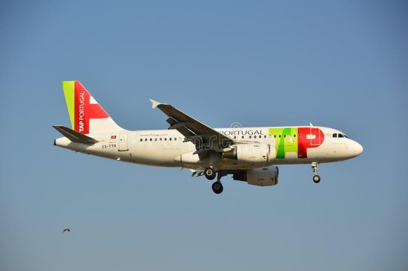 Download TAPEZ l'avion du Portugal photo éditorial. Image du varsovie - 45350706