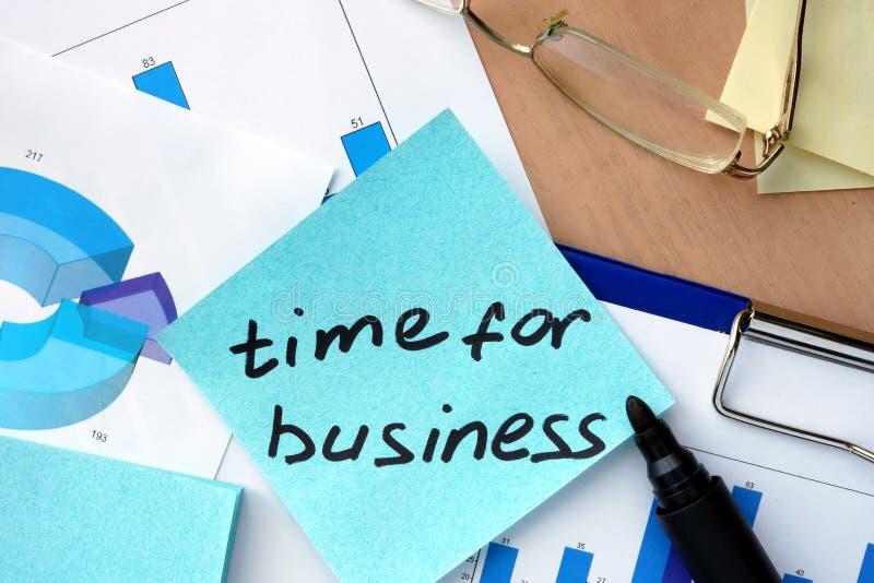 Tapezieren Sie mit Wortzeit für Geschäft und Diagramme stockfotografie