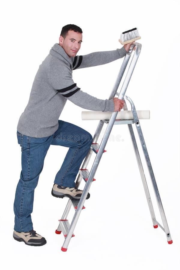 Tapezierer mit Leiter stockfotografie