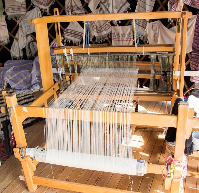 Tapijt van traditionele types op een weefgetouw royalty-vrije stock foto