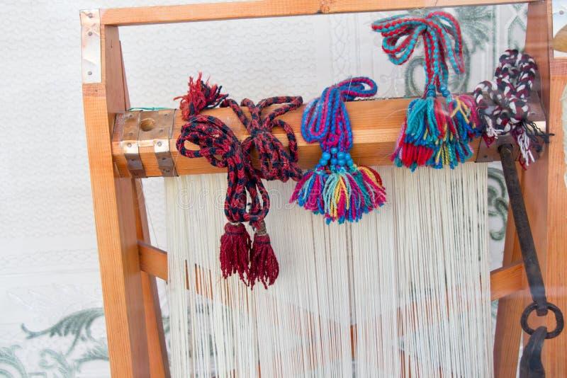 Tapijt van traditionele types op een weefgetouw royalty-vrije stock foto's