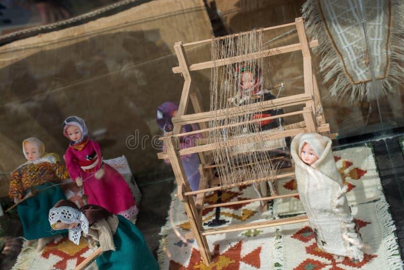 Tapijt van traditionele types op een weefgetouw stock fotografie