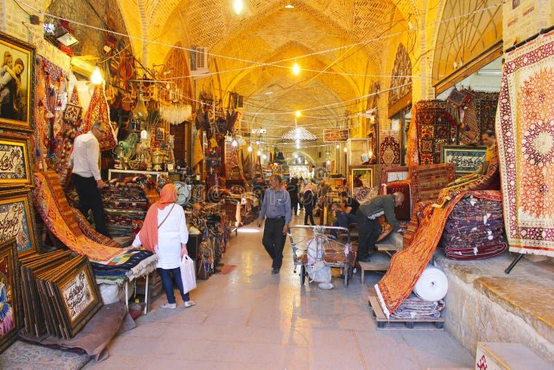 Tapijten in Bazar Vakil, Shiraz, Iran stock afbeeldingen