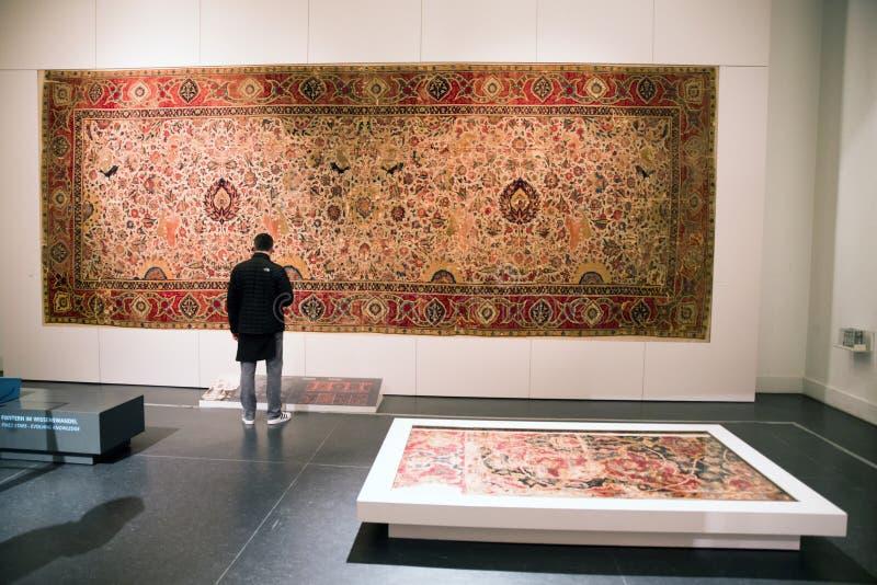 Tapijtruimte in Islamitische kunst bij Pergamon-museum, Berlijn - Duitsland royalty-vrije stock foto