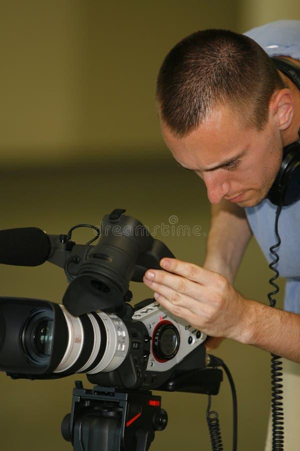 Taping dell'uomo con la videocamera immagini stock libere da diritti