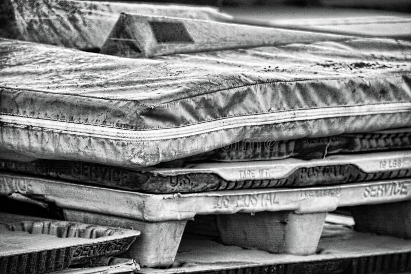 Tapis de voie et palettes de bureau de poste photographie stock