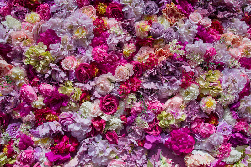 tapis des fleurs artificielles multicolores image stock. Black Bedroom Furniture Sets. Home Design Ideas