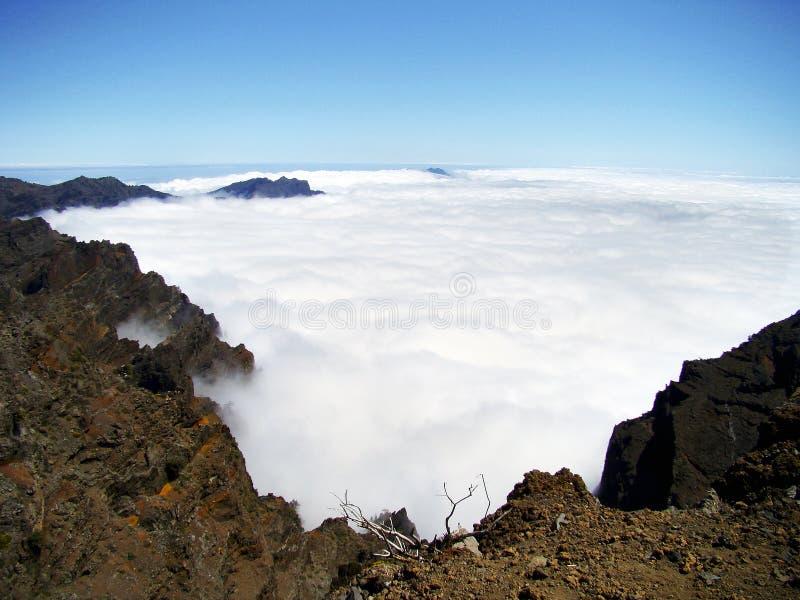 Tapis des nuages sur la La Palma d'île image stock