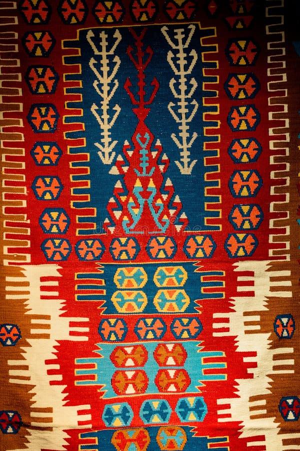Tapis et couvertures fabriqués à la main des types traditionnels photos stock