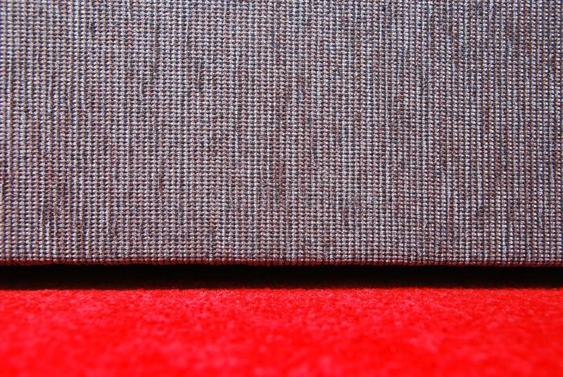 Tapis rouge et sofa images libres de droits