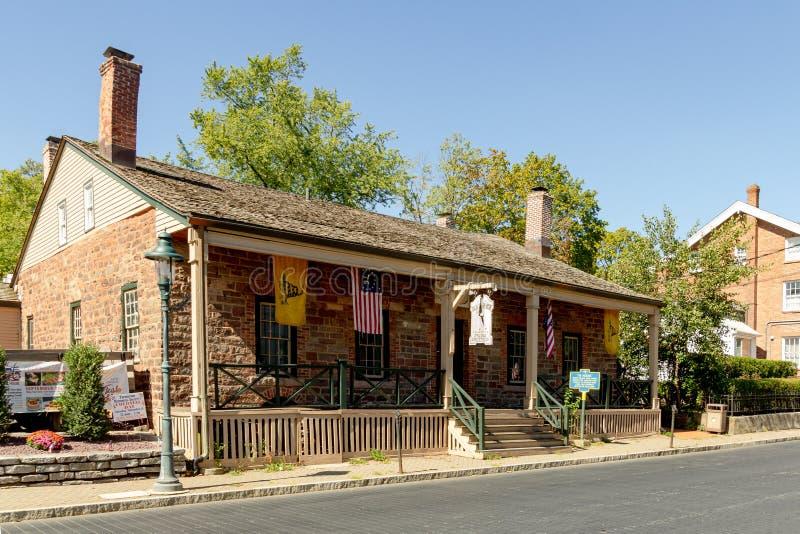 Tappan, NY / Verenigde Staten - september 27, 2019: Het '76 House', ook bekend als het 'Oude Huis van 76', is een koloniale struc royalty-vrije stock afbeeldingen