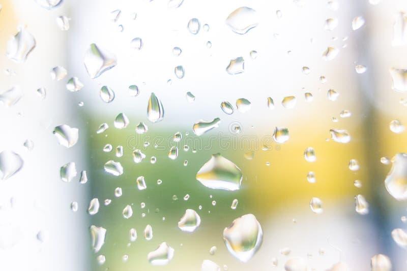 tappar glass vatten fotografering för bildbyråer
