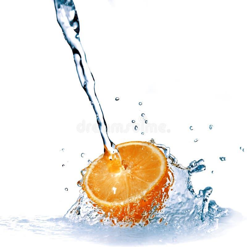 tappar ny isolerad orange vattenwhite arkivfoto